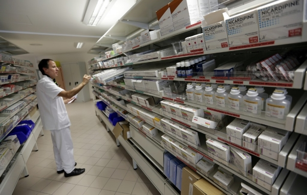 A pharmacist selects drugs for chemotherapy treatment in the pharmacy at Antoine-Lacassagne Cancer Center in Nice, October 18, 2012. REUTERS/Eric Gaillard