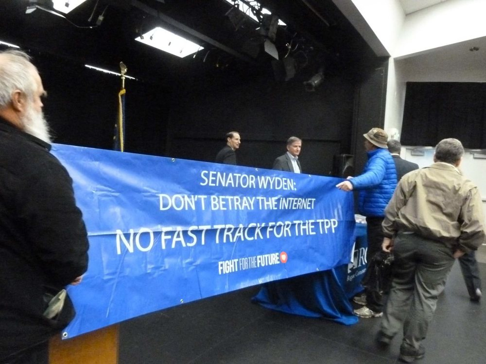 Ivend Holen (on left) Senator Ron Wyden RCC President Wes Brain (blue coat)