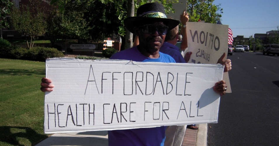 """""""It's clear that universal and comprehensive health coverage is a key to fighting inequality,"""" said Dr. David Himmelstein. (Photo: Ted Swedenburg/flickr/cc)"""