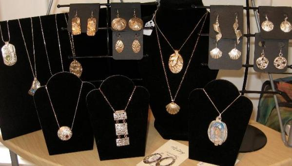 Examples of jewelry that can be made with precious metal clay.  Meg Ginther, instructor.