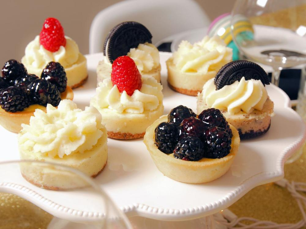 Original_Jeanine-Hays-new-years-eve-upcycle-mini-tarts_h.jpg.rend.hgtvcom.1280.960.jpg