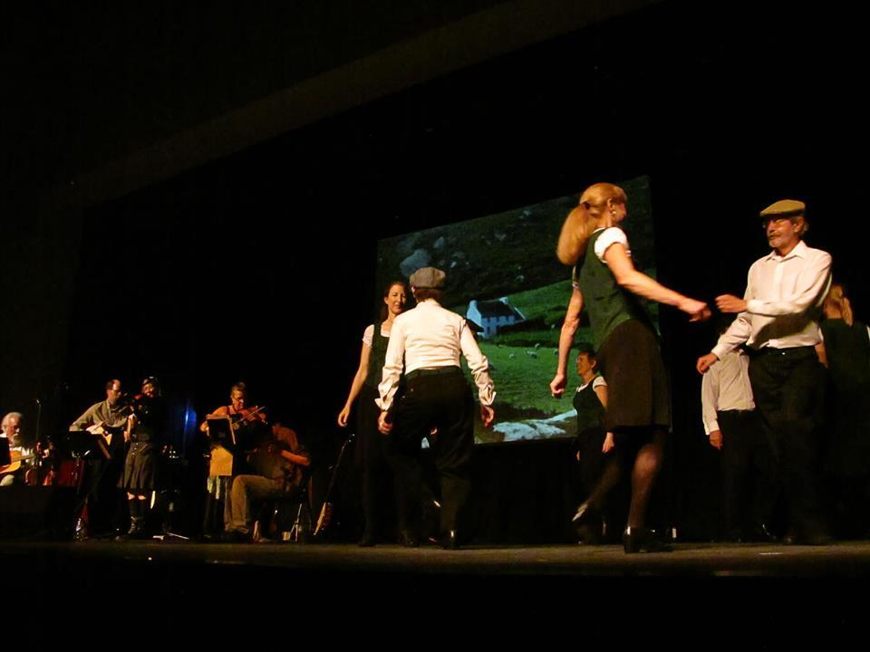 Inisheer Dancers & Just Twistin' Hay 1.jpg