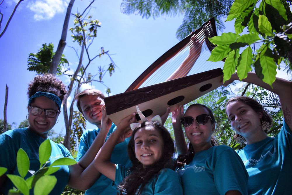 Bajo la iniciativa de Elisa Torres, surge Glissando 2018... Un campamento diseñado exclusivamente para el estudio de obras de conjunto de arpa donde participaron jóvenes de distintas edades y niveles.   https://www.facebook.com/ElisaTorresArpa/videos/2128443560530873/