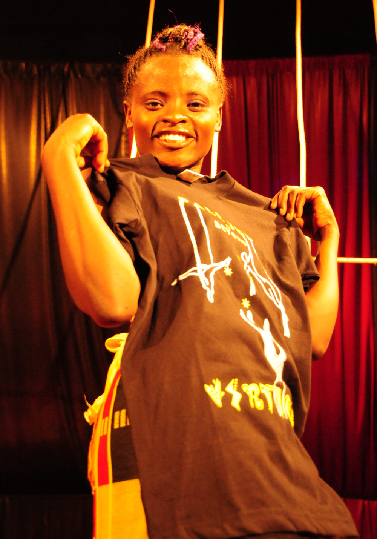 Nancy Wangarireceiving training clothes