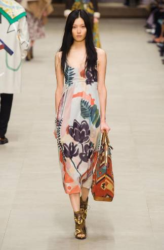 Burberry-Prorsum-2014-2015-Fashion-Show-in-London-Fashion-Week-Light-Dresses-Necklines-Silk-Dress-Terry-Coats-Maxi-Dresses-0.jpg