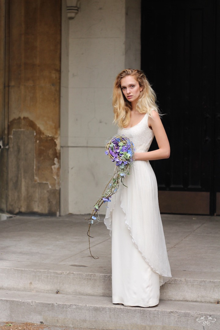 The shape of this delicate bouquet repeats the line of the dress.