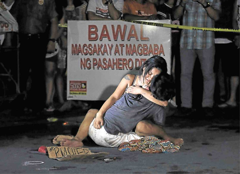 Jennilyn Olayres holds her partner alleged drug pusher Michael Siaron, a pedicab driver, who was shot and killed by unidentified riding in tandem suspects along LRT Pasay Rotonda, Edsa on July 23, 2016, via Instagram user raffylerma