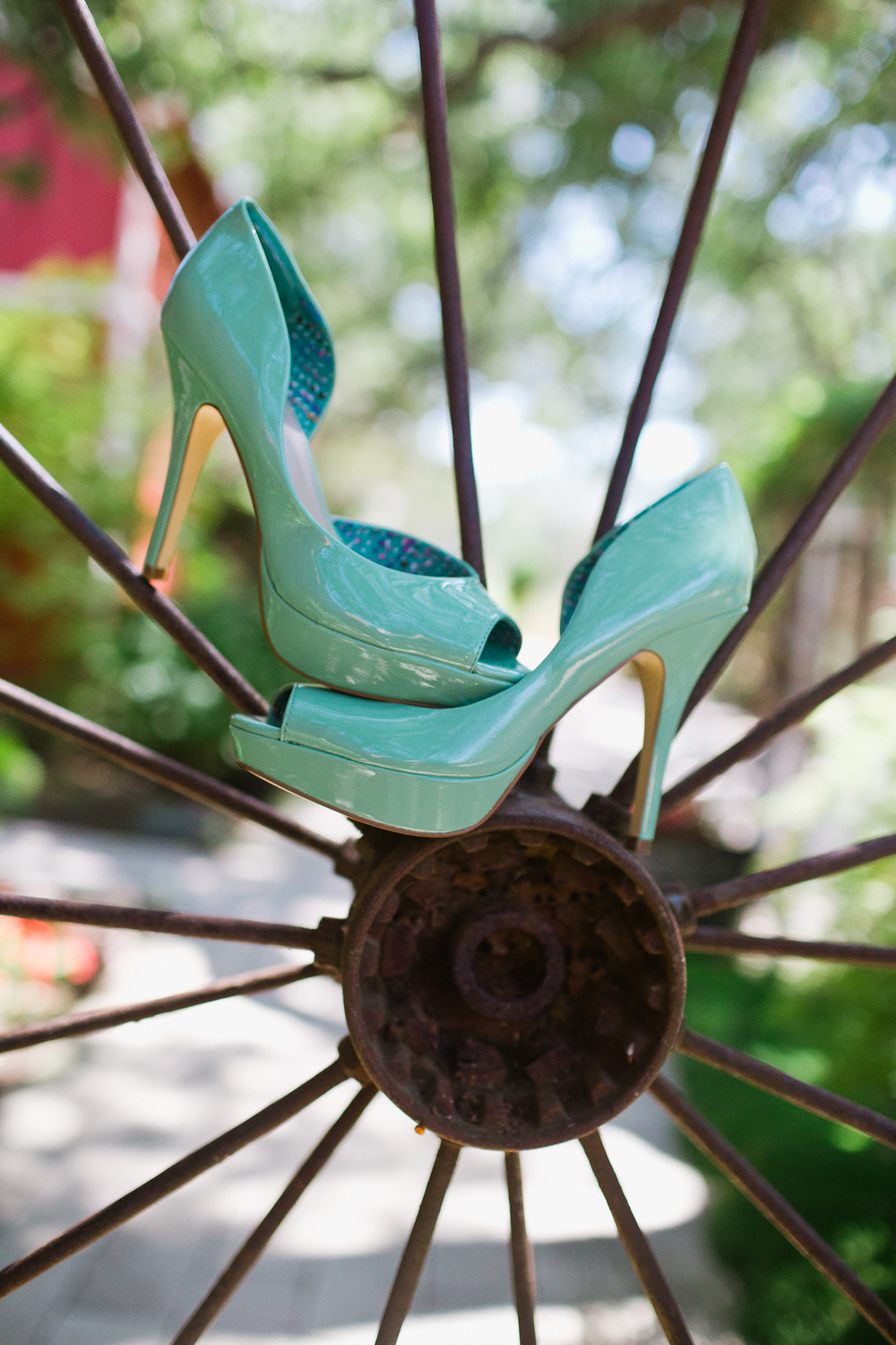 sacramento-wedding-photography-lixxim-teal-color-bride-shoes.jpg