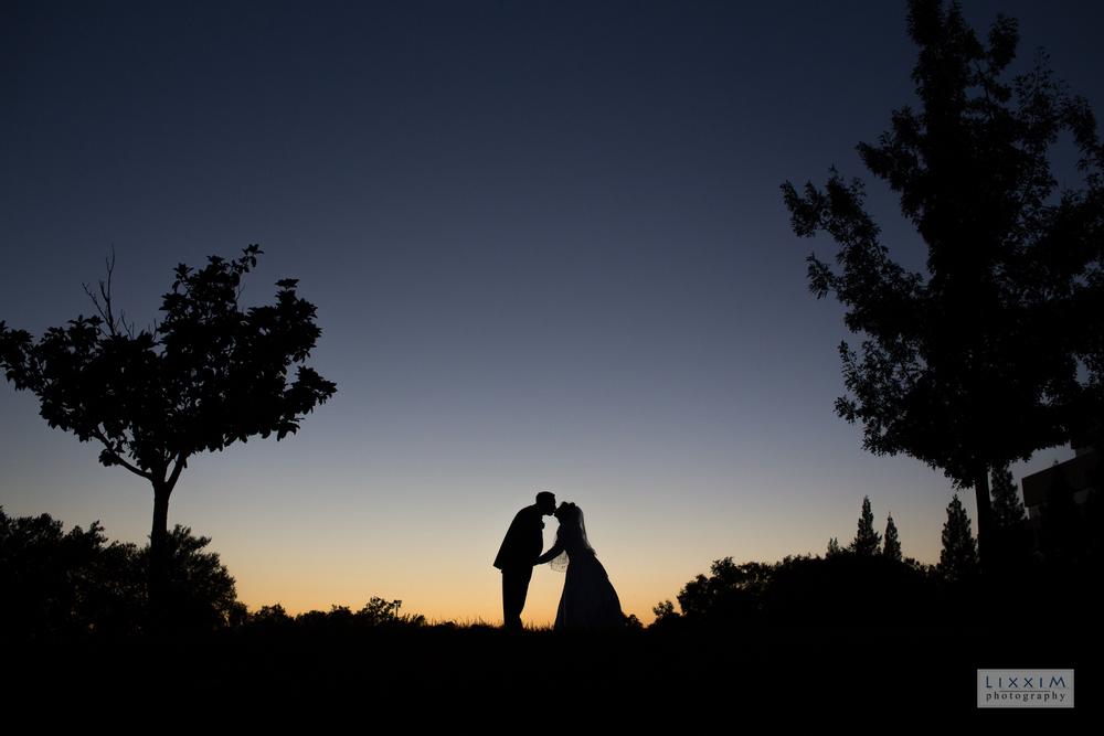 Sacramento-wedding-photography-kissing-lixxim.jpg