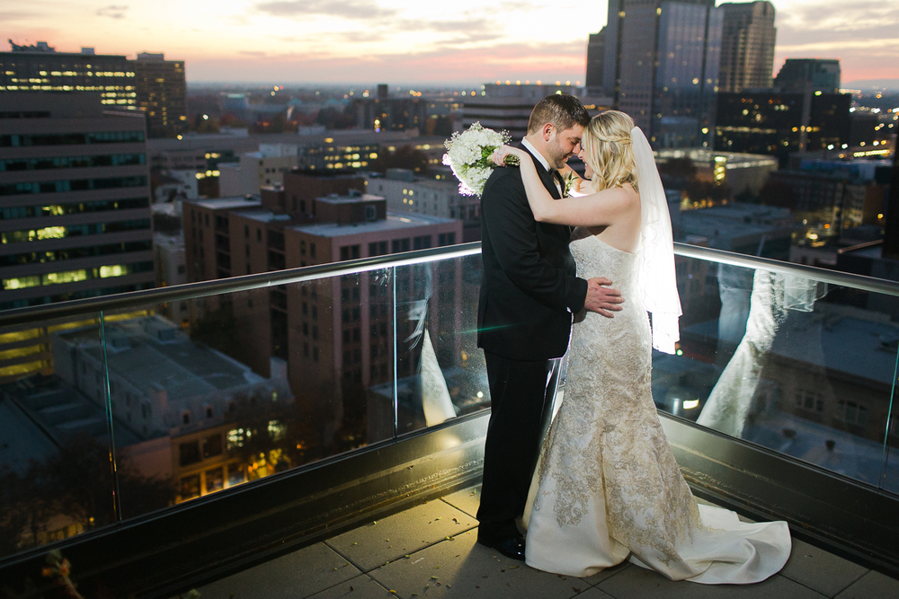 citizen-hotel-sacramento-wedding-top-floor-lixxim