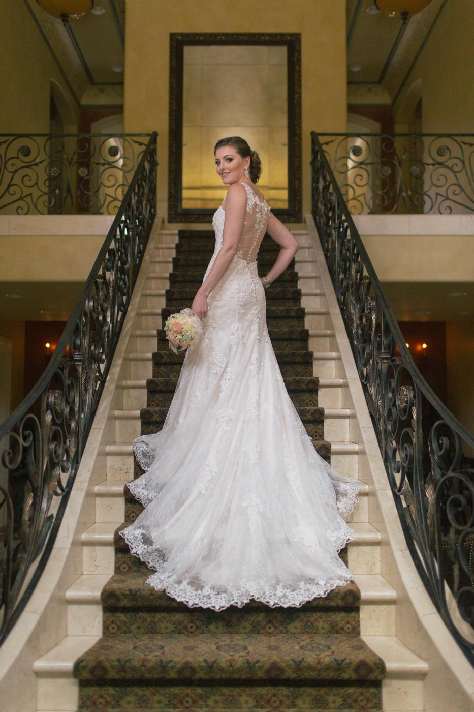 arden-hills-resort-wedding-photographer-sacramento-lixxim-stairs