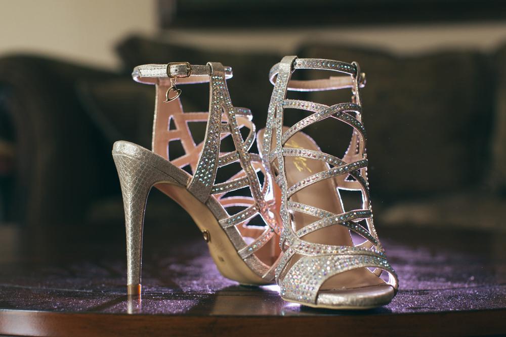 wedding-shoes-bridal-purple-gelled-grid-flash-canon-lixxim