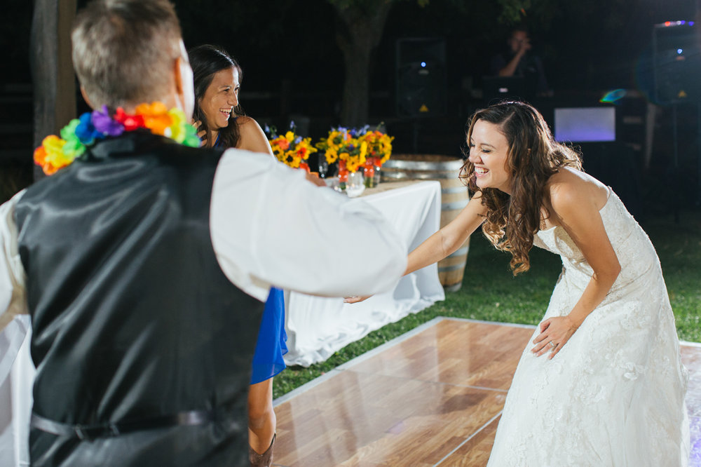 windmill-farm-vineyard-wedding-reception-dancing-lixxim