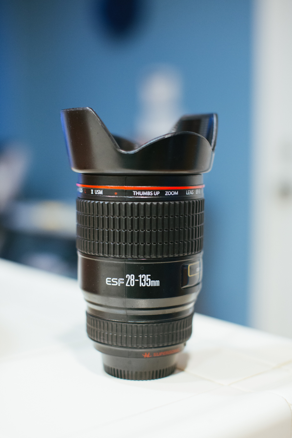 lens-coffee-mug-28-135mm-thumbsup