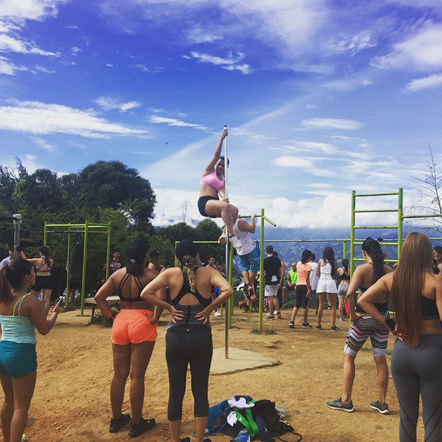 How we workout in Medellín. #momimalive