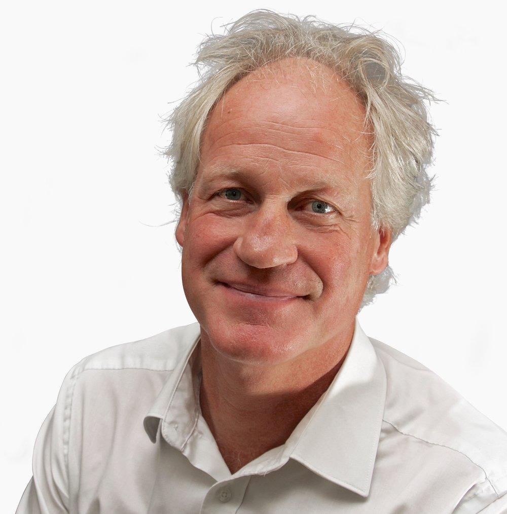 Lars Albinsson porträtt 1 Färg-VIT BG.jpg