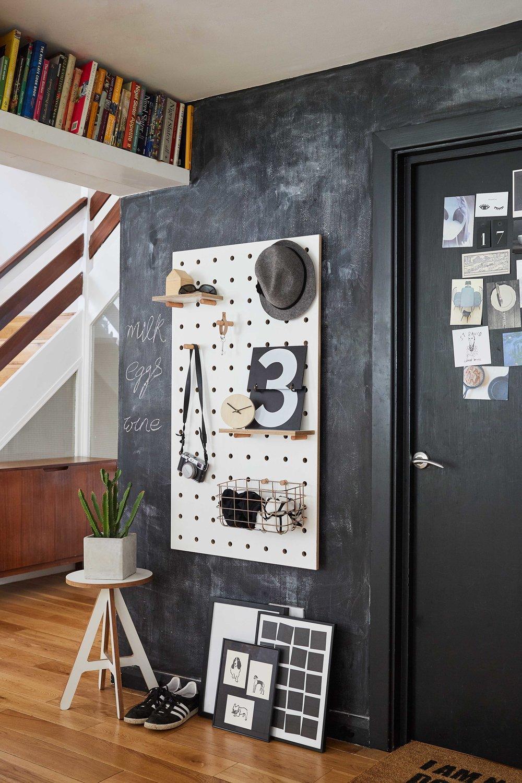 Kreisdesign_whitePegboard-blackboard_1sm.jpg