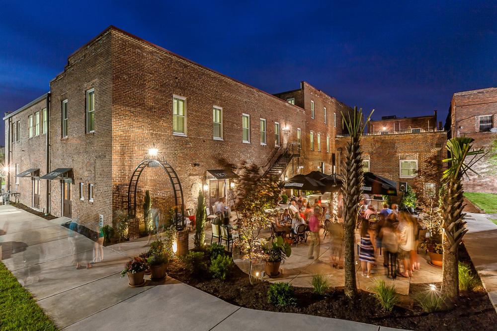 Exterior Courtyard & Dining