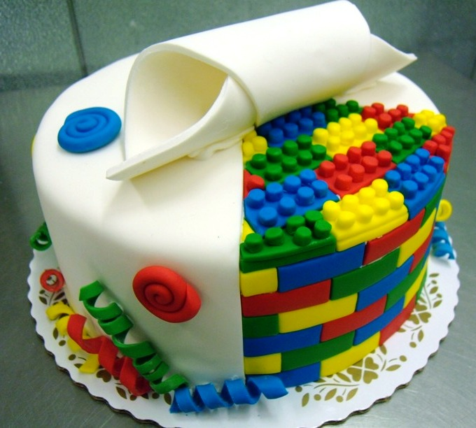 Round Cake with Lego Interior