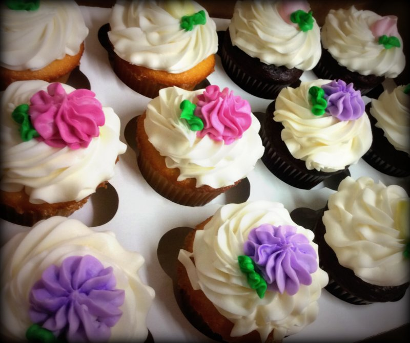 Star Tip Iced Cupcakes with Flowers