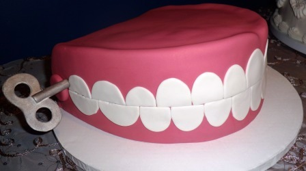 Wind-Up Chattering Teeth Shaped Cake