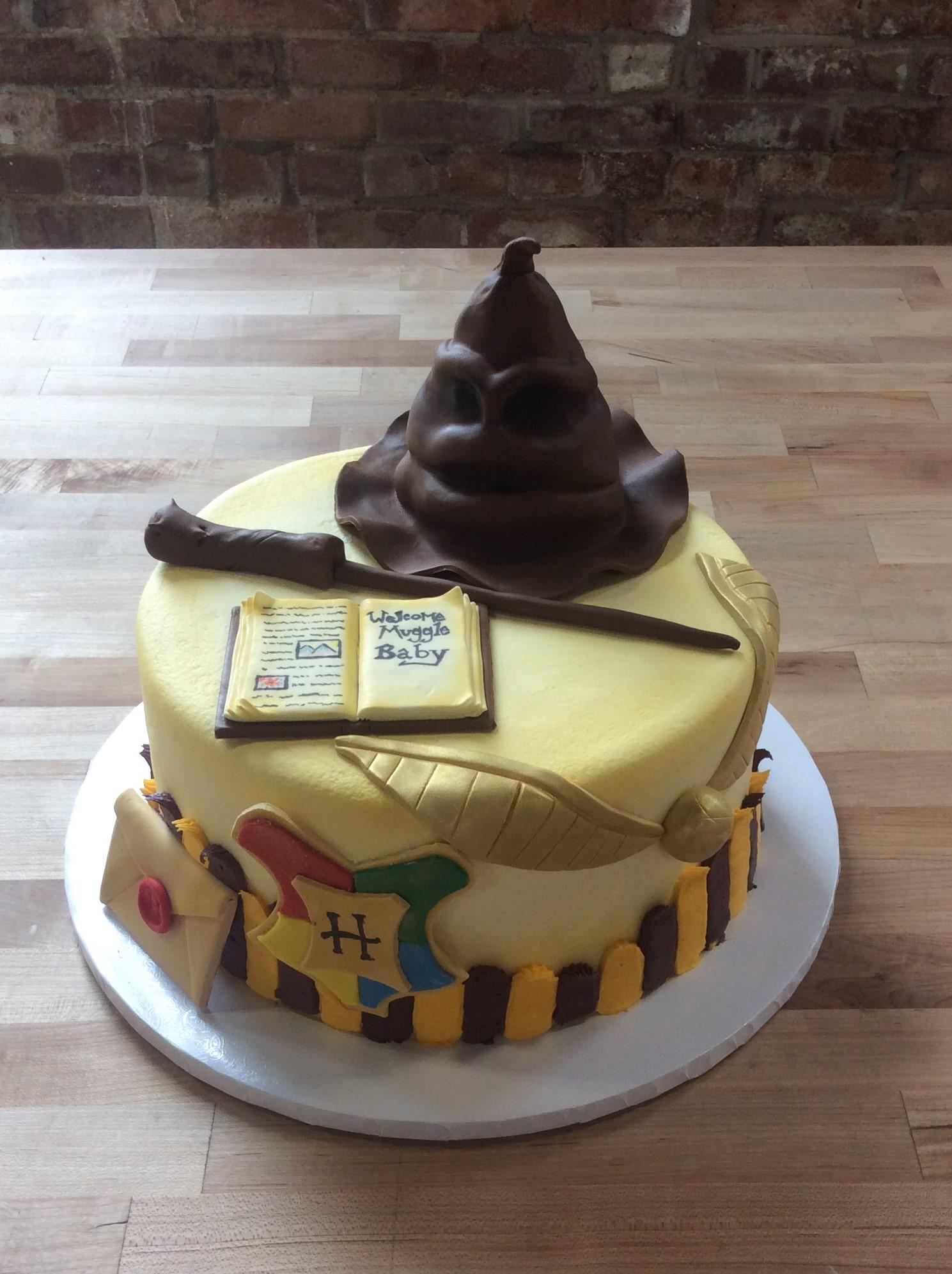 Round Cake With Fondant Harry Potter Decorations Trefzger S Bakery