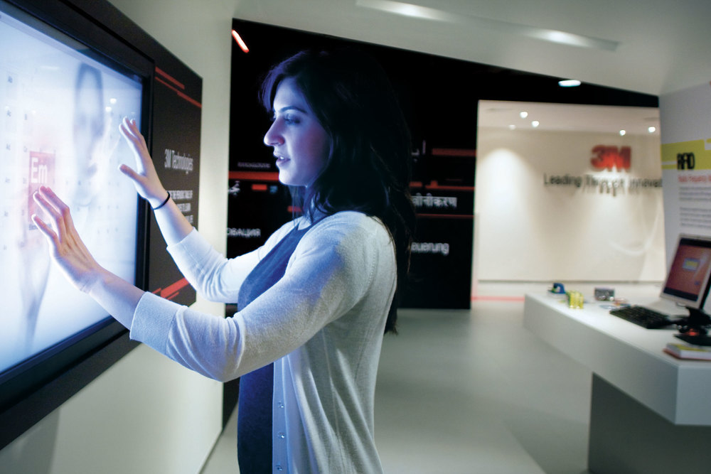 20-point interactive touch screens allow visitors to get inspired by 3M inventors and learn more about the 3M core technologies.