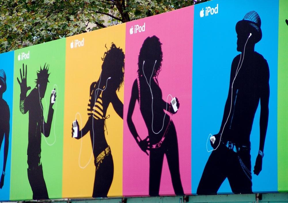 iPod_anuncios_graficos_auriculares_blancos_print_ads.jpg