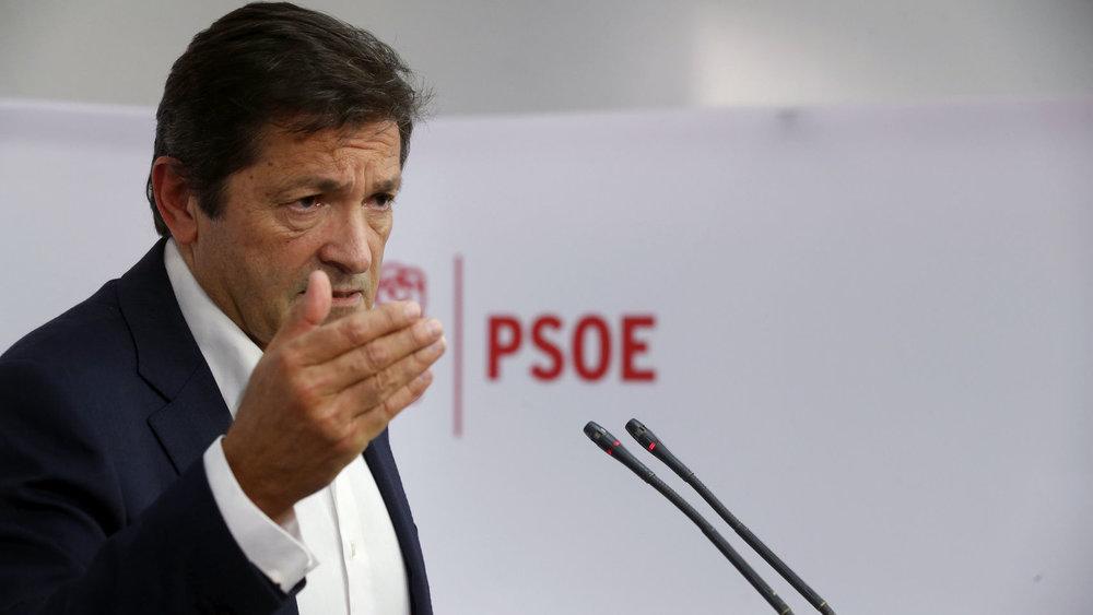Javier Fernández, presidente de Asturias, ha sido nombrado presidente de la gestora del PSOE tras la dimisión de Pedro Sánchez.