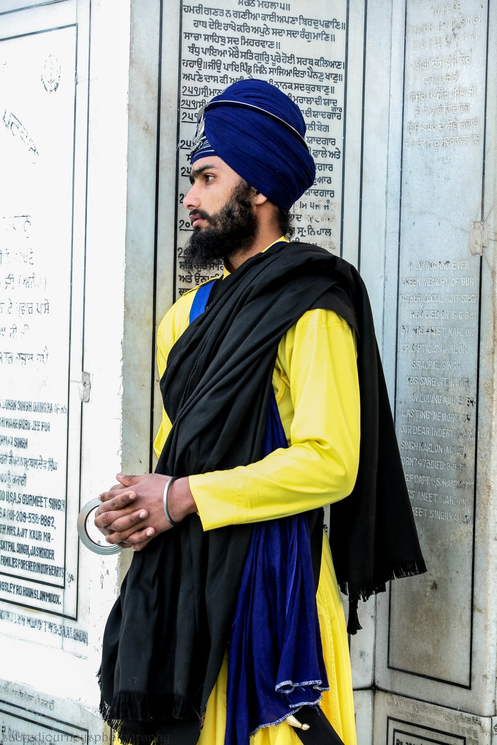 GurSikh on Parkarma      Golden Temple