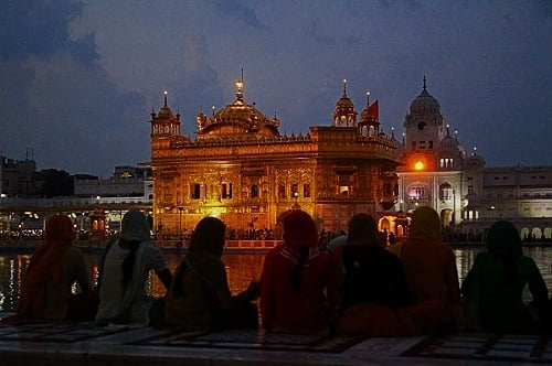 Meditate at night or early morning along the         healing waters of The Golden Temple
