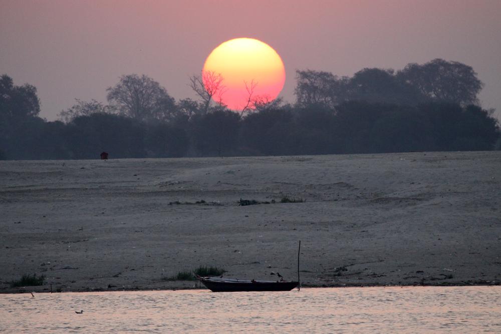 Varanasi+sunrise boat.jpg