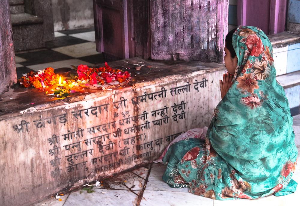Varanasi puja.jpg