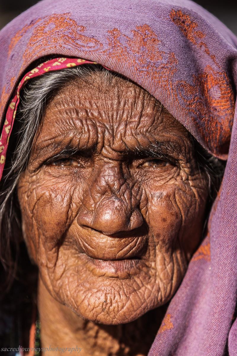 Pushkar wrinkled old woman.jpg