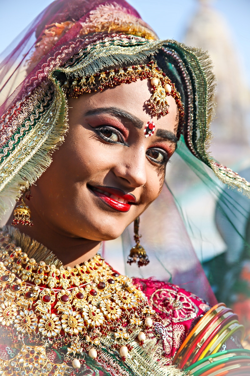Pushkar happy street dancer red lips.jpg