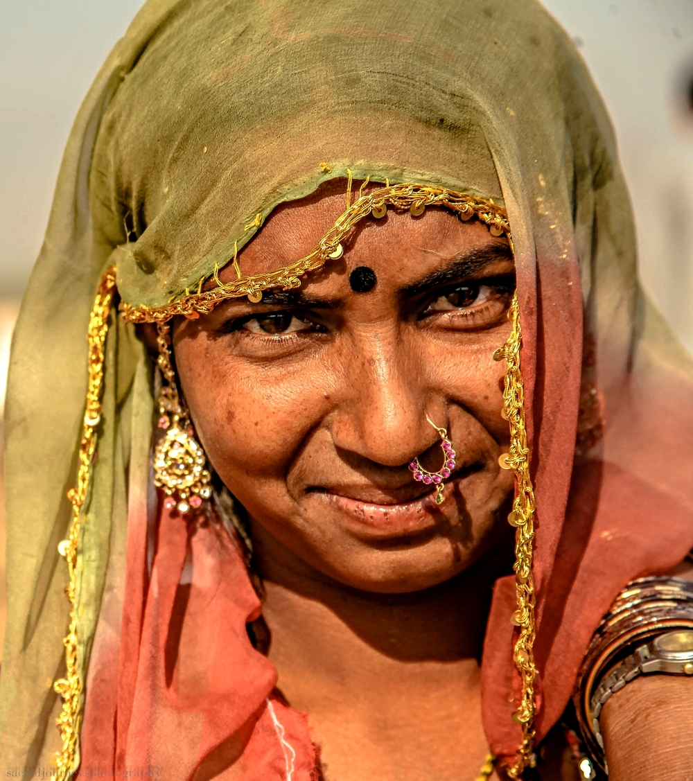 Pushkar woman with nose ring.jpg