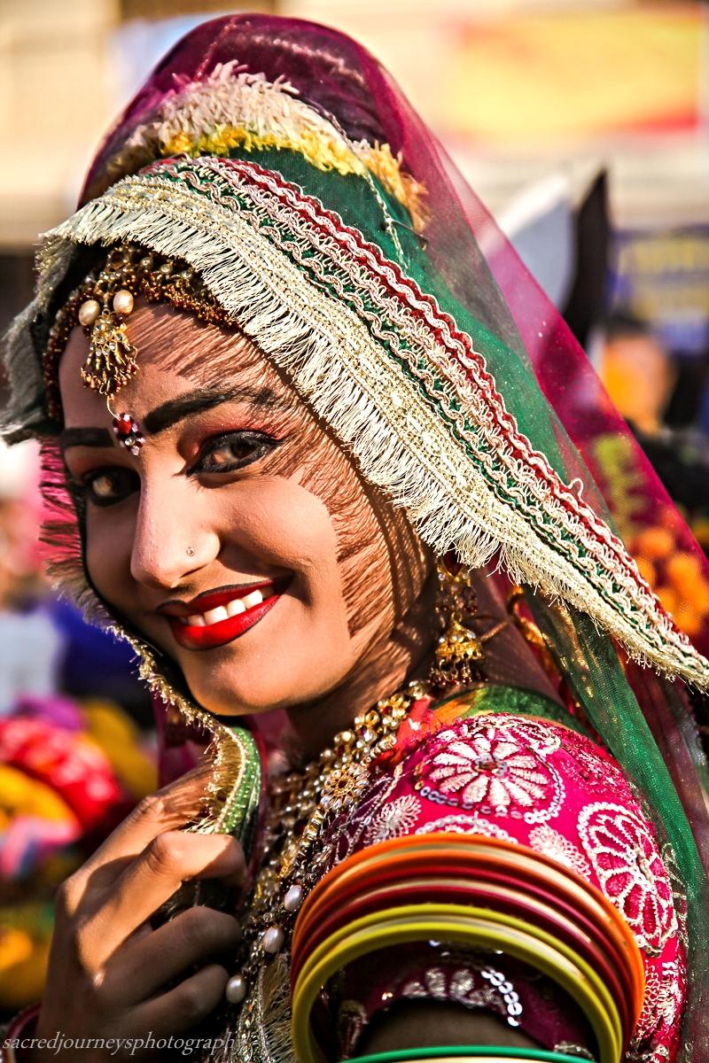 Pushkar dancer red lips.jpg