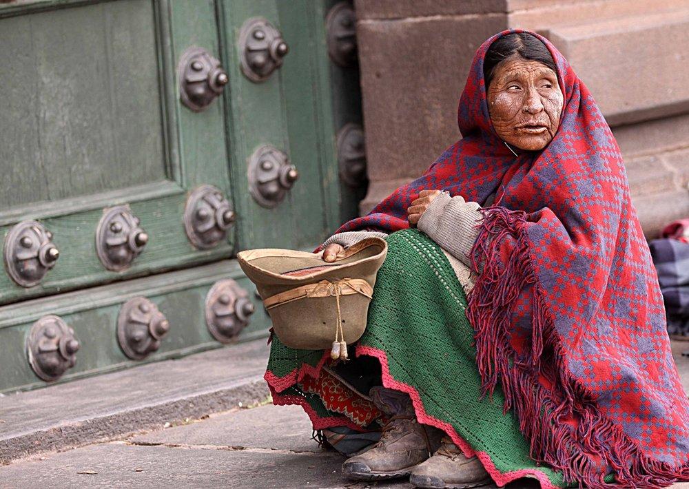 Peru W woman begging Cuzco.jpg