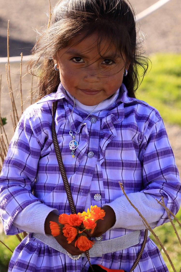 Peru W child at Puno lake Titicaca.jpg