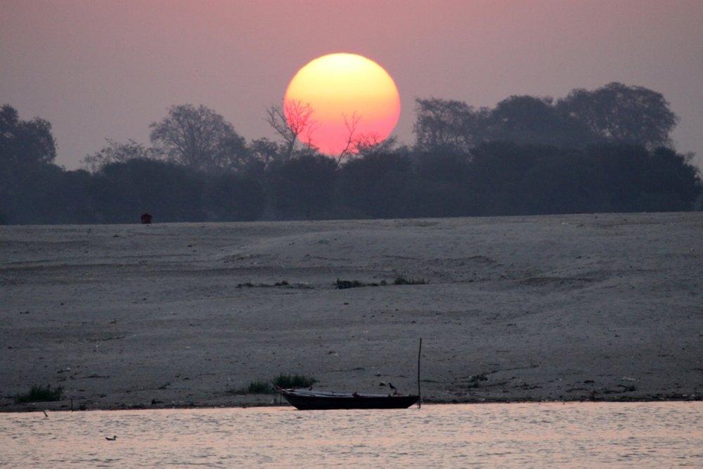 Varanasi+sunrise+boat.jpg