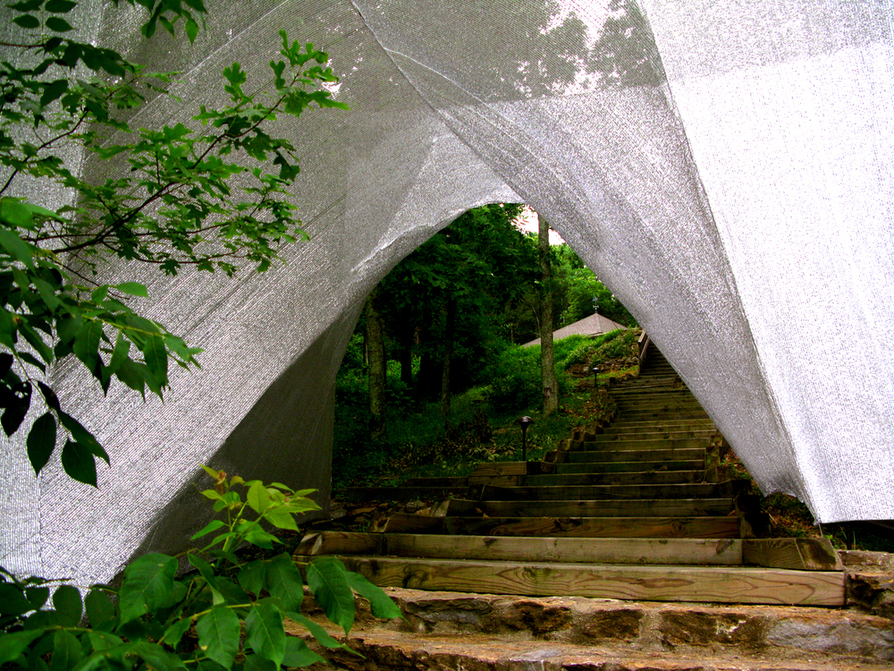 Image courtesy of Mark Talbot and Tyler Survant. Temporary Pavilion. Image fromhttp://www.archdaily.com.
