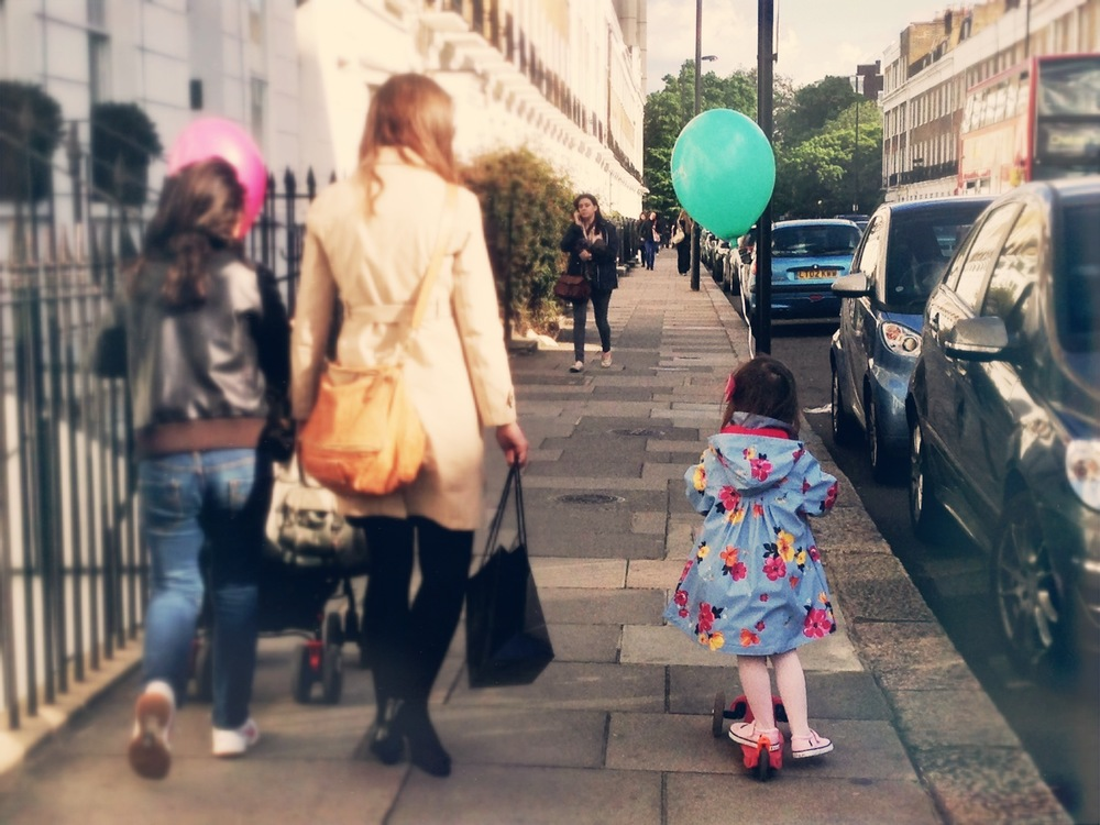 Balloon - Onslow Square    - ¡No pierdas de vista el look de la niña!