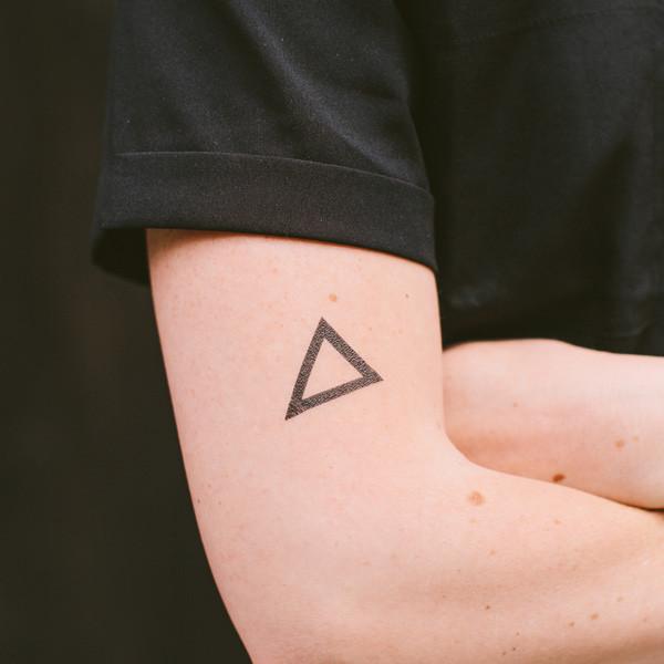 Triangle  by Yoko Sakao Ohama -  TATTLY