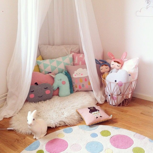 girly reading nooks [ vía   mommo-design   ]