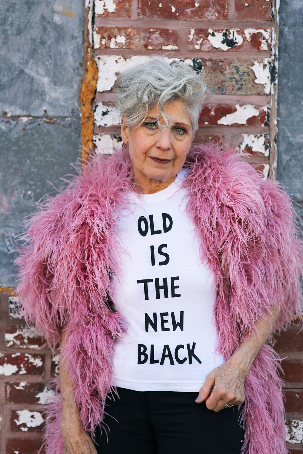 Debra Rapoport  para la edición limitada de  T-shirts  OLD IS THE NEW BLACK  que puedes adquirir haciendo  CLICK AQUI