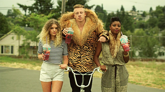 macklemore-ryan-lewis-thrift-shop-4.jpg