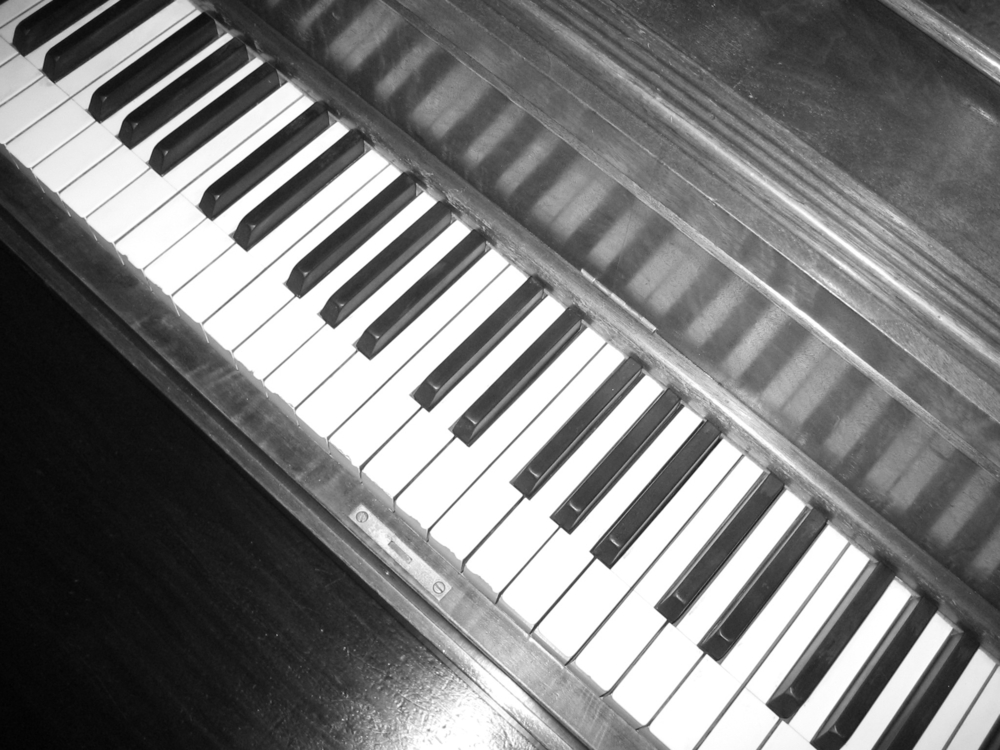 Piano(gray).JPG