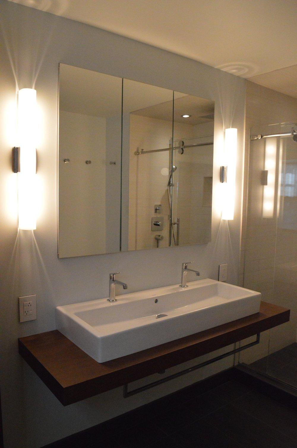 Modern Master Bath Binny Lisa - Modern-master-bathroom
