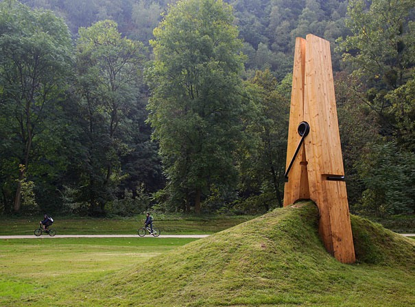 Love this. This giant clothespeg sculpture was created by a Turkish art professor Mehmet Ali Uysal for the Festival of the Five Seasons in Chaudfontaine Park, Belgium. (Image credits: mmarsupilami)