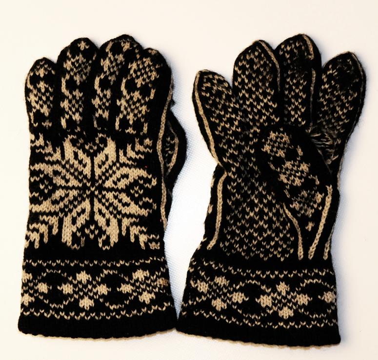 Bilde 3: Fingervotter fra Selbu kjøpt på Husfliden i Oslo i 1990-årene.